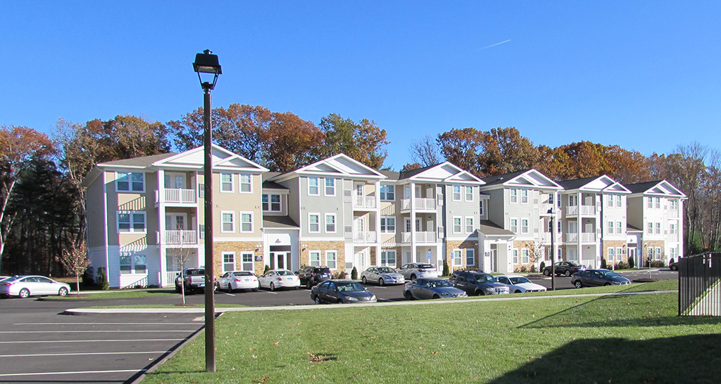 /portfolio/Apartments - Housing/The Arbors/front view tighter_1024px_thumb.jpg